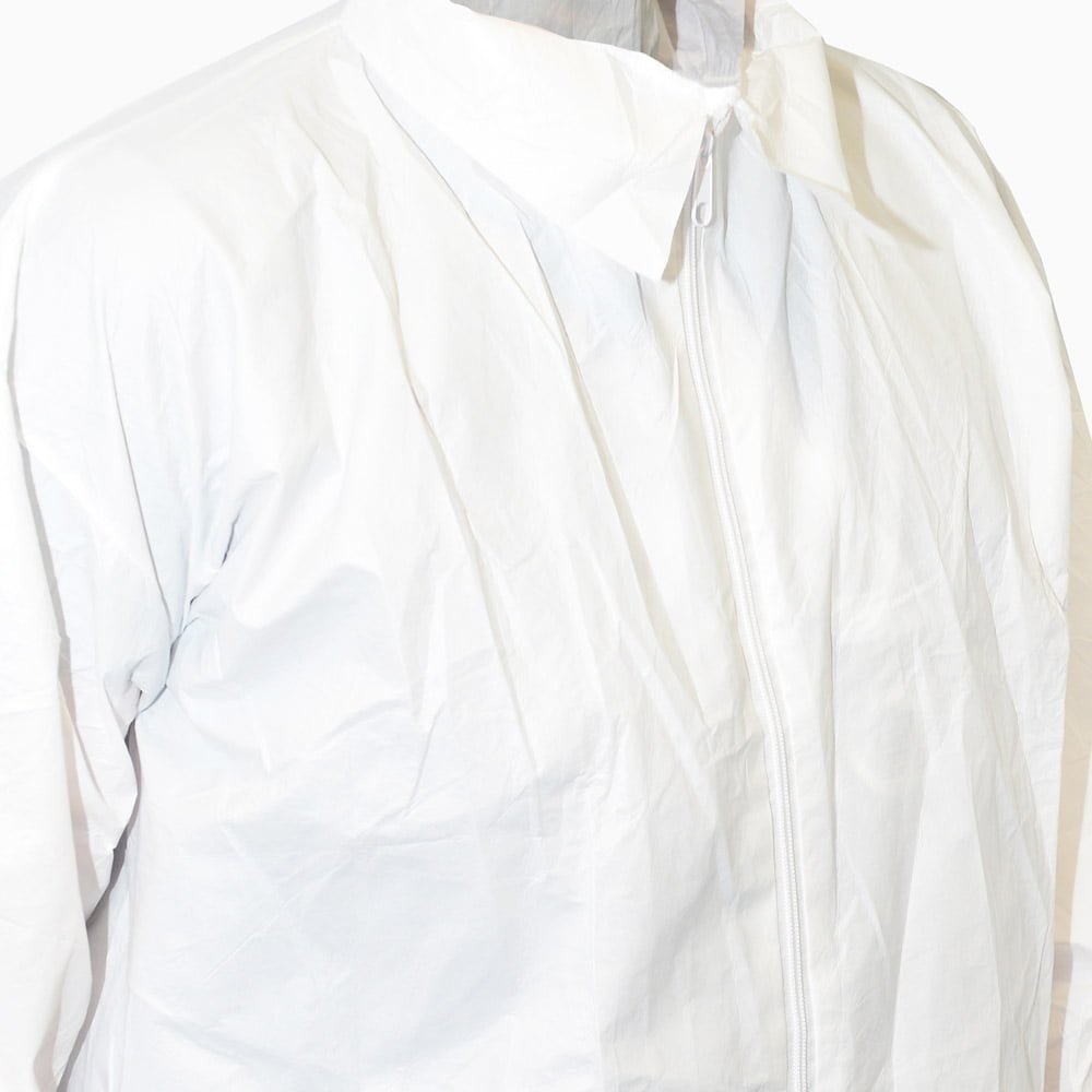 600-5002 INTEGRITY CLEANROOM® Antistatic Disposable Lab Coat - close up